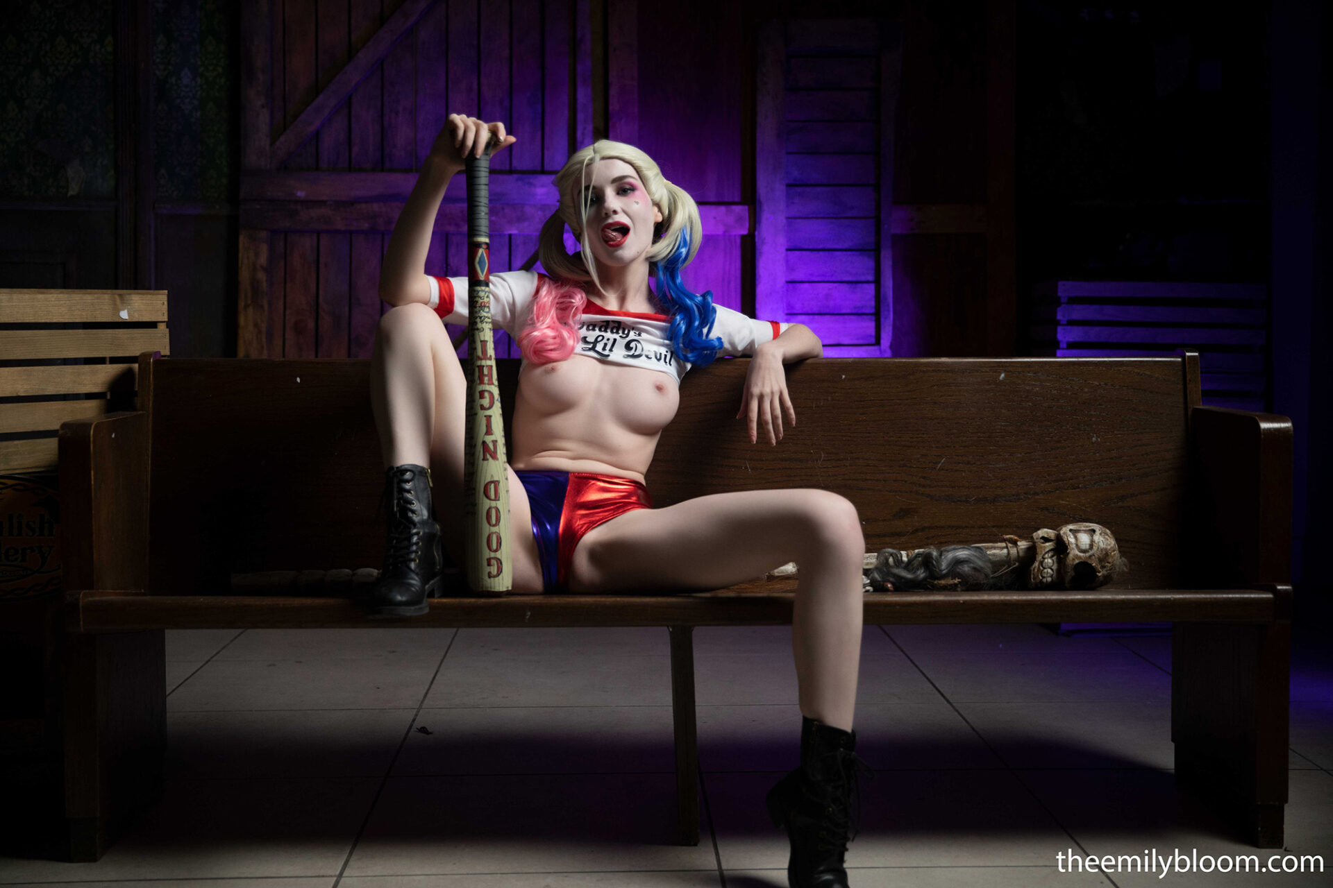 emily bloom nude cosplay harley quinn 4