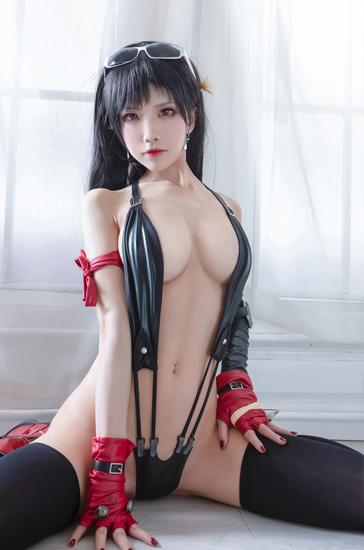 Shuimiaoaqua sexy cosplay as Tifa Lockhart Final Fantasy VII remake