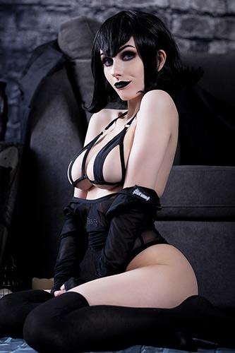 Taylor Bloxam aka Rolyat sexy cosplay Hotel Transylvania
